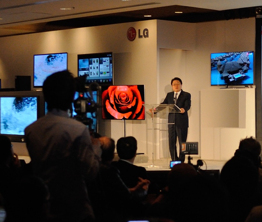 "LG intros 55"" OLED at CES 2012"