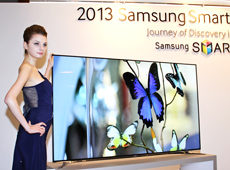 Photo of model at Samsung booth