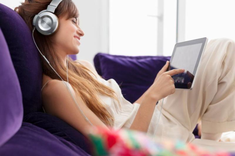 Photo of model with Onkyo headphones