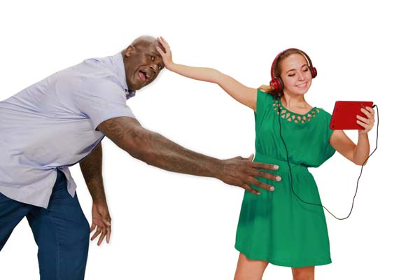 Shaq and modell with M7 tablet